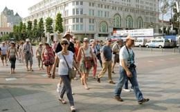TPHCM bắt buộc đeo khẩu trang, khách du lịch vẫn mặt trần dạo phố
