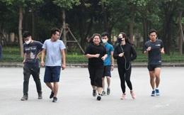 Công viên Cầu Giấy (Hà Nội) tấp nập, nhiều người tập thể dục không đeo khẩu trang