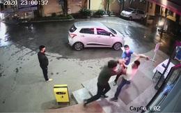 """Nhân viên an ninh bệnh viện bị người nhà bệnh nhân đánh """"te tua"""" khi nhắc đeo khẩu trang"""
