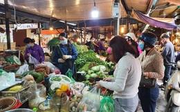 Hà Nội: Người dân lại đổ xô mua sắm sau thông báo cách ly toàn xã hội