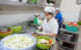 Những người âm thầm phục vụ bữa ăn cho khu vực cách ly tập trung