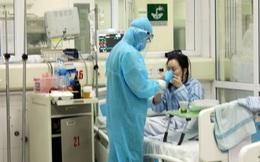 Xúc động hình ảnh y bác sĩ BV Bệnh Nhiệt đới TƯ chống dịch Covid-19 suốt 3 tháng qua