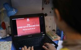 Mẹ xót xa khi thấy con suốt ngày dán mắt vào truyền hình, máy tính để học online
