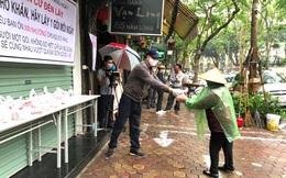 """Chia sẻ thực phẩm hàng ngày """"Ai cần cứ đến lấy"""" ở Hà Nội"""