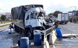 Xe máy va chạm xe tải chở vật liệu xây dựng, 2 nữ sinh tử vong tại chỗ