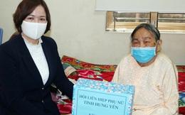 Tặng quà, tri ân Mẹ Việt Nam Anh hùng tích cực phòng chống dịch Covid-19