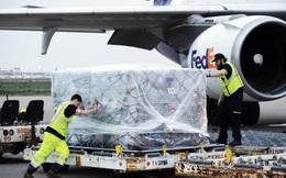 Tổng thống Mỹ cảm ơn Việt Nam chuyển 450 nghìn bộ quần áo bảo hộ