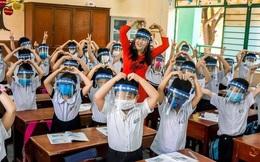 """Chủ tịch Hà Nội: """"Không chia giờ học, học sinh không cần đeo tấm chắn giọt bắn"""""""