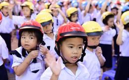 Phát động tặng mũ bảo hiểm cho học sinh lớp Một trong Lễ khai giảng