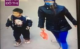 """Bé trai 4 tuổi bị """"bỏ quên"""" ở Phủ Tây Hồ"""