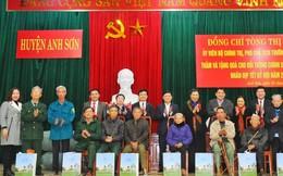 Phó Chủ tịch Thường trực Quốc hội Tòng Thị Phóng thăm tặng quà gia đình chính sách, người nghèo