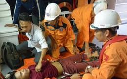 Xuyên đêm cứu ngư dân bị nạn trên vùng biển Hoàng Sa