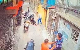 Clip người phụ nữ lao ra đỡ đạn cho con trai khi bị bắn