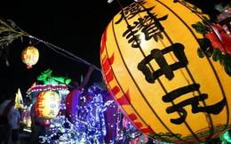 Đèn lồng thắp lúc nửa đêm trong 'tháng cô hồn' ở Đài Loan