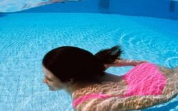 Bôi kem chống nắng tắm ở bể bơi có thể vô sinh và ung thư