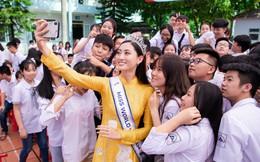 Hoa hậu Lương Thùy Linh về thăm trường cũ, bất ngờ được tổ chức sinh nhật