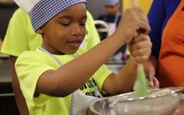 Học kỹ năng sống tại lớp dạy làm bánh