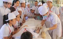 Nhân viên y tế hoang mang vì 'khai tử trung cấp'