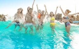Giới trẻ rủ nhau tới công viên nước Typhoon Water Park tránh nóng