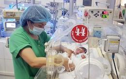 Người mẹ ung thư trào nước mắt khi lần đầu xem ảnh bé Bình An, mong được ôm con