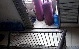 Nhà hàng, bếp gas mất an toàn để ngay chân cầu thang thoát hiểm của khu tập thể