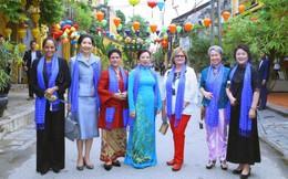 Phu nhân lãnh đạo cấp cao APEC thưởng ngoạn phố Hội