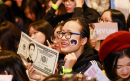 """Fans nữ """"phát cuồng"""" khi nhóm nhạc Hàn Quốc NCT 127 đến Việt Nam"""