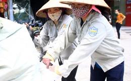 Dốc sức ở 'chợ lao động nữ' Hà Nội, may lắm ngày kiếm được 150 nghìn đồng