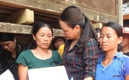 Chủ tịch Hội LHPN Việt Nam thăm hỏi, tặng quà bà con vùng lũ Quan Sơn (Thanh Hóa)