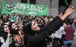 Phụ nữ Argentina đấu tranh để hợp pháp hóa nạo, phá thai