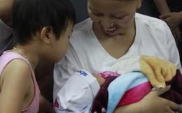 Sản phụ ung thư vú giai đoạn cuối rơi nước mắt đến viện đón con về nhà