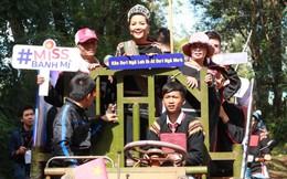 Top 5 Miss Universe về quê bằng công nông, thi giã gạo, chơi kéo co cùng dân bản