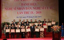 Thủ tướng Nguyễn Xuân Phúc trao tặng danh hiệu NSND, NSƯT cho gần 400 nghệ sĩ
