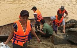 15 phụ nữ bị lũ cô lập 5 ngày được giải cứu đoàn tụ cùng gia đình