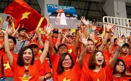 Tour cổ vũ bóng đá Việt Nam tại vòng loại World Cup 2022 thu hút fan nữ