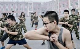 Phụ huynh Trung Quốc áp dụng 'kỷ luật nhà binh' để con cai nghiện Internet