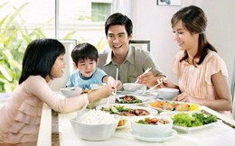 Bực mình vì cứ đến bữa là chồng lại dạy dỗ con