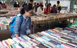 Cuối tuần đi hội chợ mua sách với giá 1.000 đồng/kg