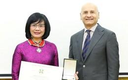 Thứ trưởng Đặng Hoàng Oanh được tặng Huân chương công trạng của Italy