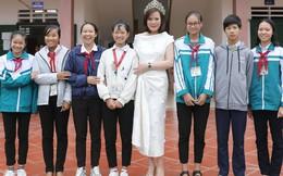 Mrs Vietnam Trần Hiền về quê tặng học bổng cho trẻ em nghèo