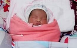 Bé gái bị bỏ rơi cùng mảnh giấy trước cổng nhà dân ở Nghệ An
