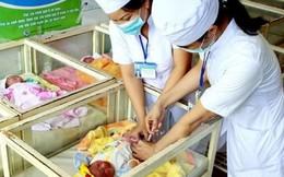 Bé gái song sinh tử vong sau tiêm vaccine viêm gan B