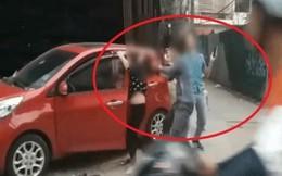 Hà Nội: Người dân bức xúc trước cảnh chồng đánh vợ giữa phố trước mặt con nhỏ