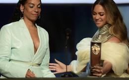 Beyonce diện đầm của nhà thiết kế Việt trao giải Thành tựu trọn đời