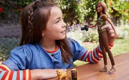 Độc đáo búp bê Barbie biến hình làm phóng viên ảnh