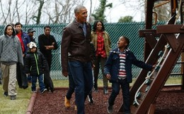Vợ chồng Obama tặng kỷ vật gia đình cho trẻ vô gia cư