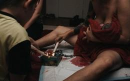 Mẹ đốt dây rốn con mới sinh để chụp hình kỷ niệm