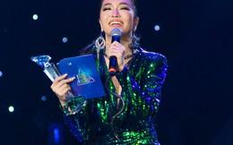 Trong 1 đêm, ca sĩ Bích Phương 5 lần lên nhận giải Làn Sóng xanh