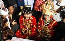 Đám cưới tập thể của 500 cặp đôi nghèo đêm giao thừa tại Indonesia