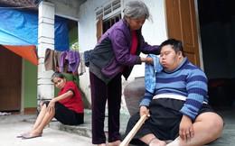 Mẹ 70 tuổi nhọc nhằn nuôi con và em chồng bị tâm thần trong ngôi nhà xập xệ